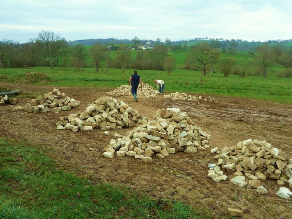 27 mars 2011, les premières pierres achetées à Ger.