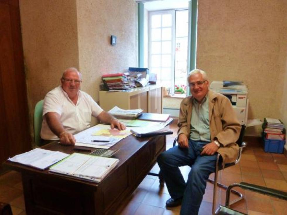 24 août 2012, avec le maire de Lonlay-l'Abbaye.