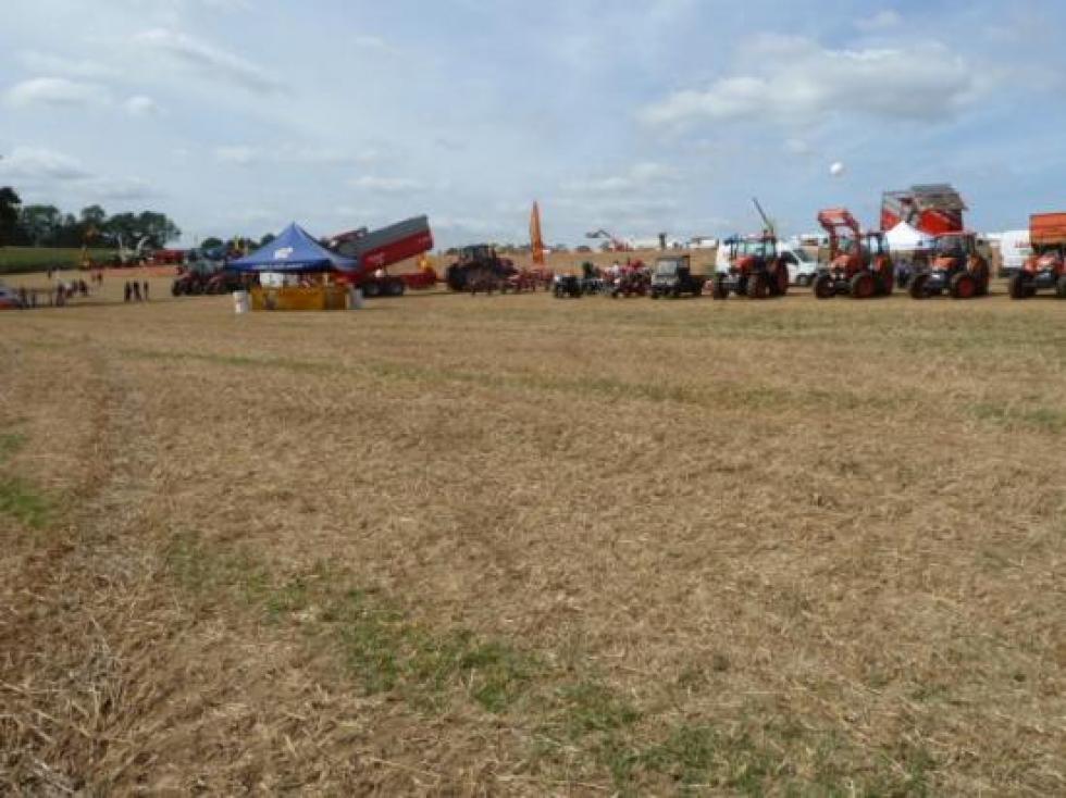 """1er septembre 2013, ambiance à la """"fête de la terre"""" à Barenton."""