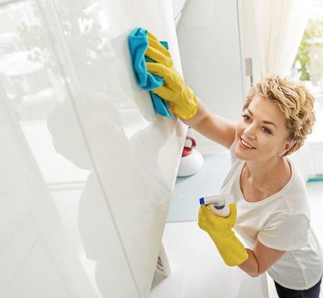Employer une femme de ménage : avantages et mode d'emploi