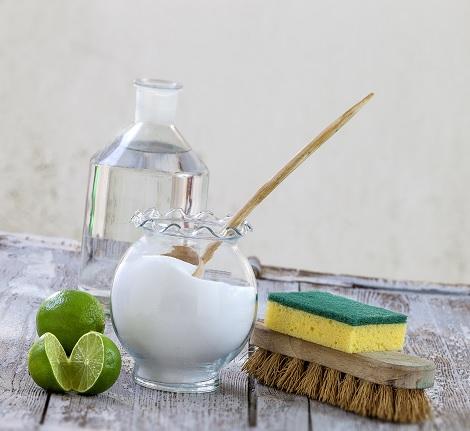 Nettoyer son tapis au bicarbonate : pourquoi et comment ?