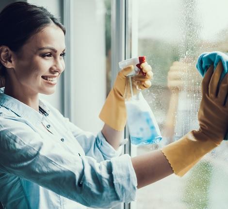 Comment nettoyer des vitres très sales ?