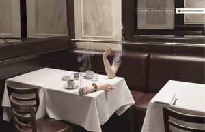 « Cigarettes smokes people » Annonceur: Cancer Patients Aid Association Année: 2013 Agence: BleuBlancRouge Pays: Canada