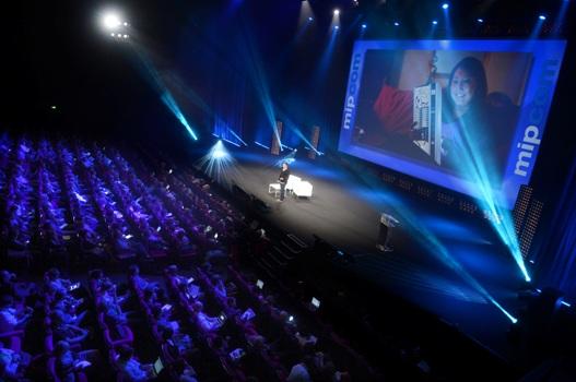 L'avènement de la télé sociale - intro beeld - pub11-2013
