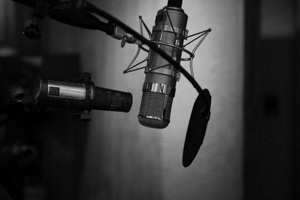 radio neil-godding-179009-unsplash