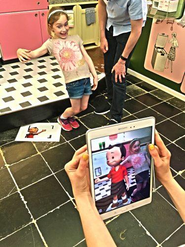 VRT Innovatie a développé pour l'événement « Fandag » à Bokrijk une application pour que les enfants prennent des photos à côté de personnages.