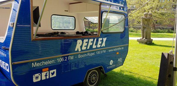 Radio Reflex dispose aussi d'un studio mobile pour couvrir les événements locaux.
