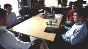 reunion entre plusieurs homme