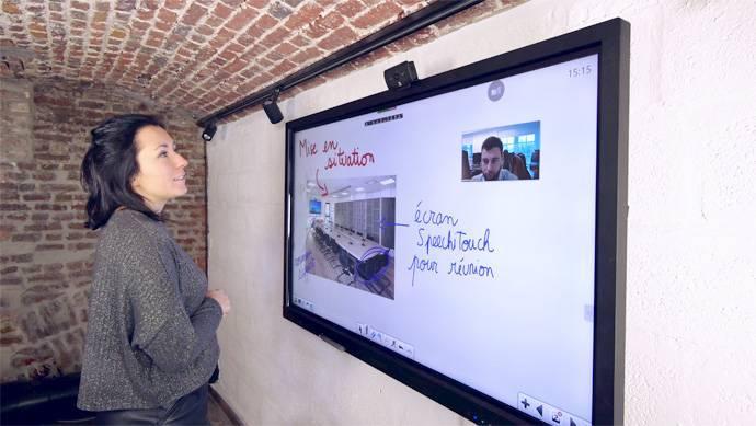Zoom sur l'écran interactif en réunion