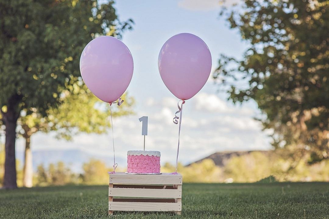 gateau et ballon rose