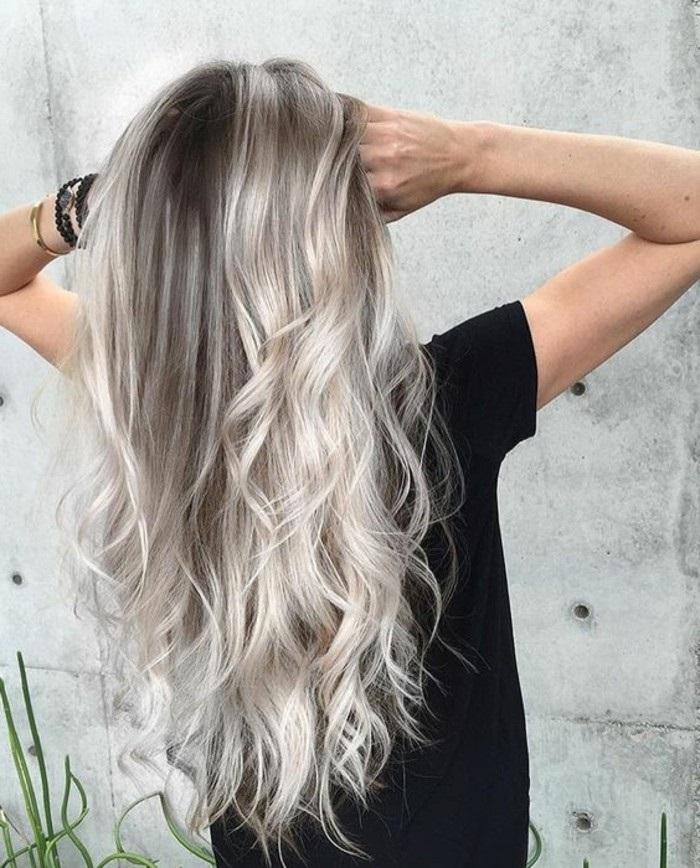 cheveux blond cendré