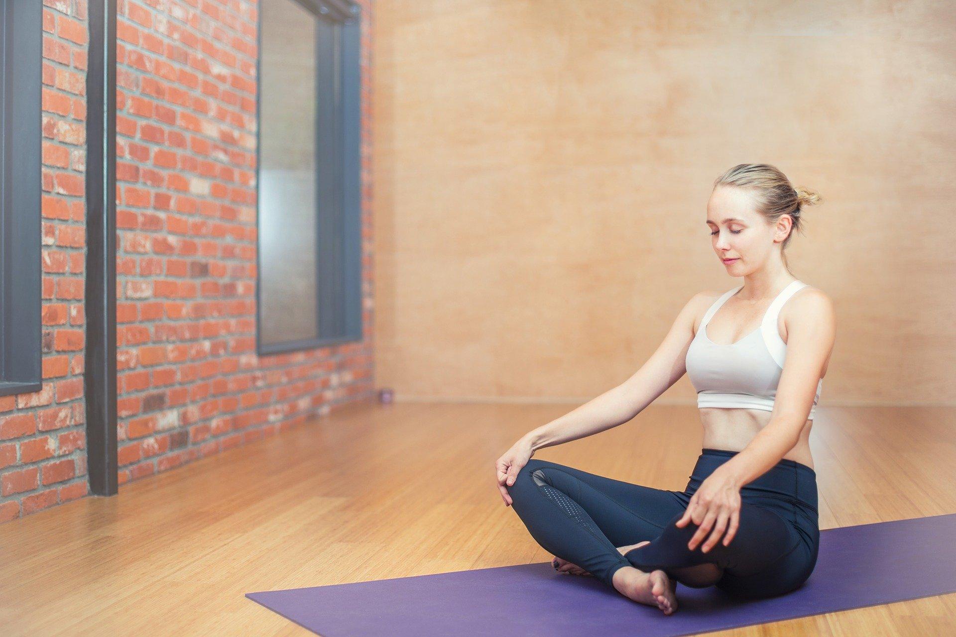 5_poses_de_yoga_pour_les_fesses_pour_renforcer_et_tonifier_votre_booty