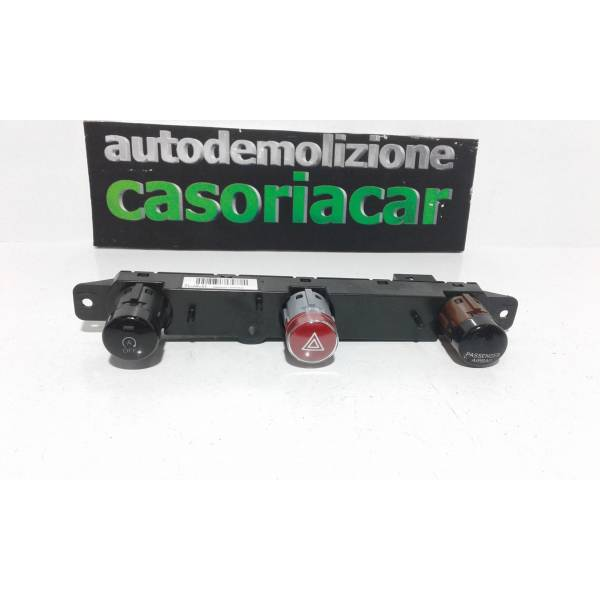 PULSANTE LUCI DI EMERGENZA FIAT 500 X Serie (15>) 1600 Diesel (2017) RICAMBI USATI