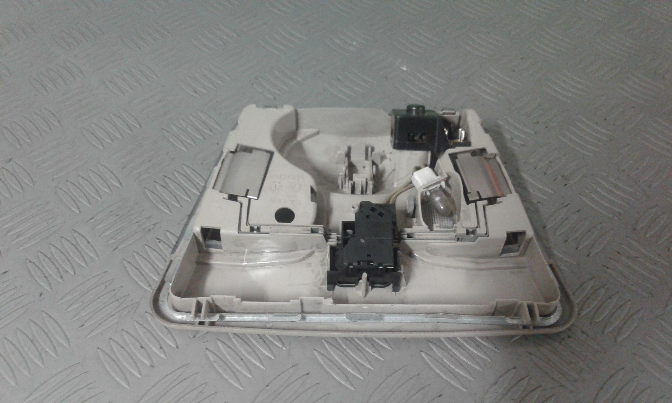 ricambi usati plafoniera mercedes classe a w168 1 serie 2001 benzina 127548 ebay. Black Bedroom Furniture Sets. Home Design Ideas