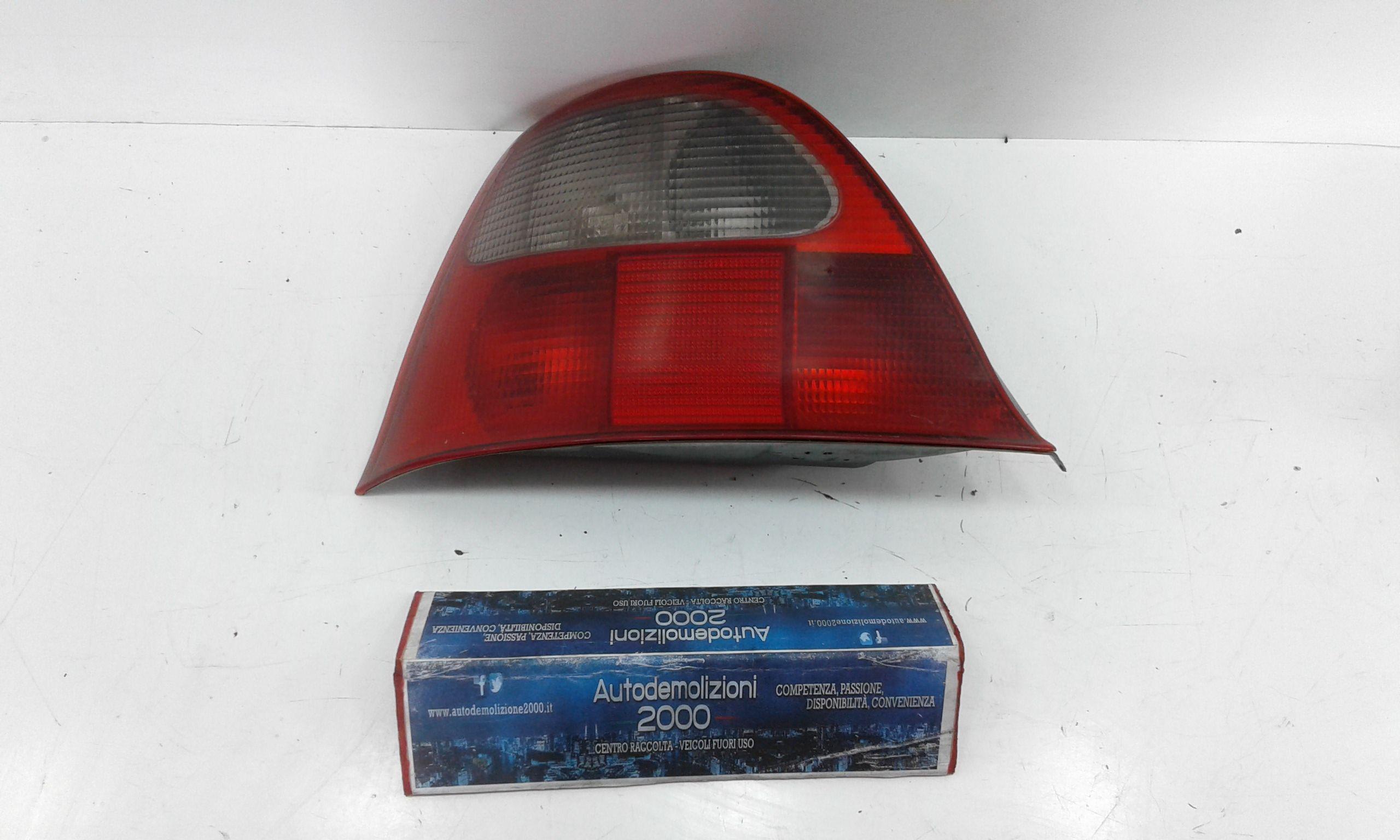 STOP FANALE POSTERIORE SINISTRO LATO GUIDA ROVER Serie 200 25  Benzina    (2005) RICAMBI USATI