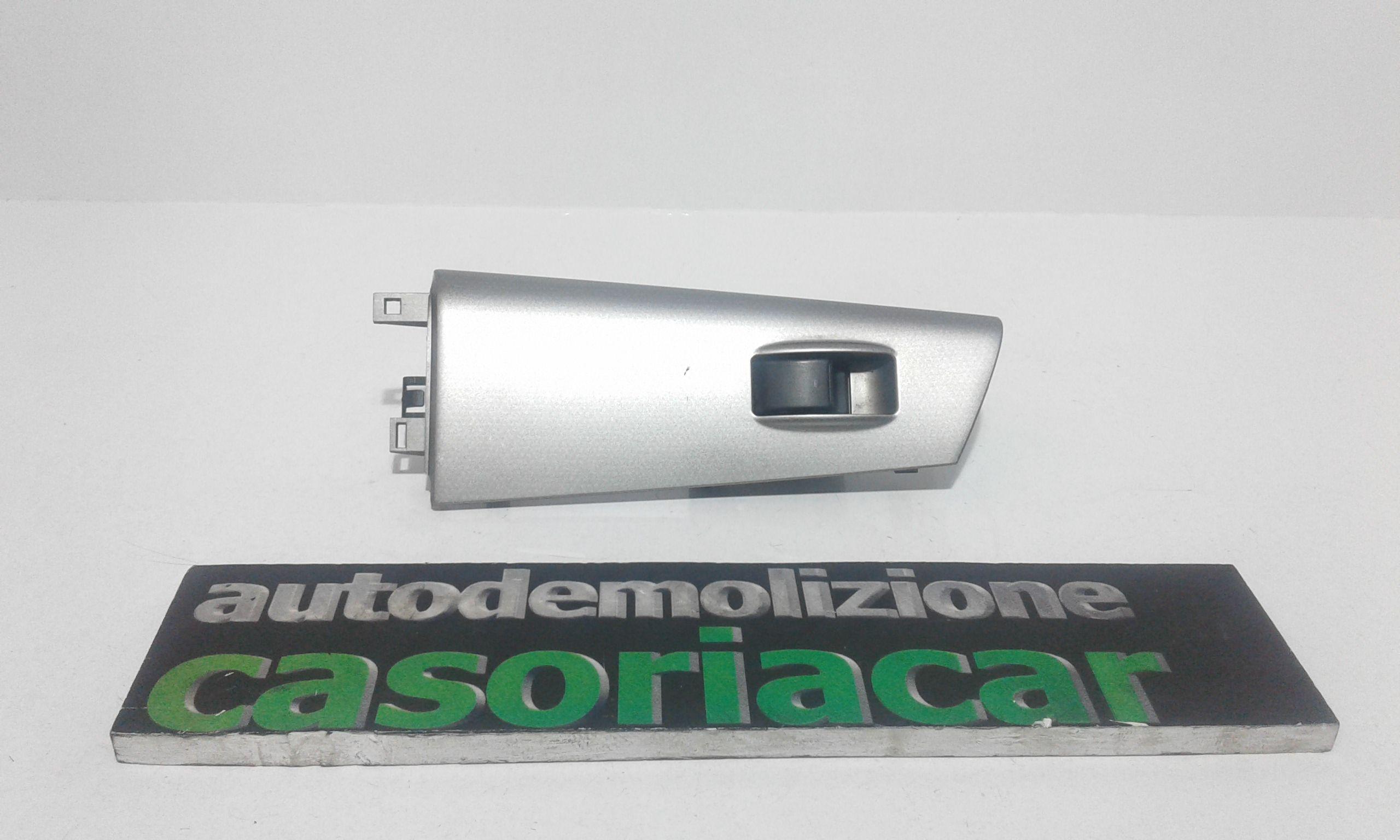 PULSANTIERA ANTERIORE DESTRA PASSEGGERO TOYOTA Corolla Berlina 3° Serie 3-5P Benzina  (2004) RICAMBI USATI
