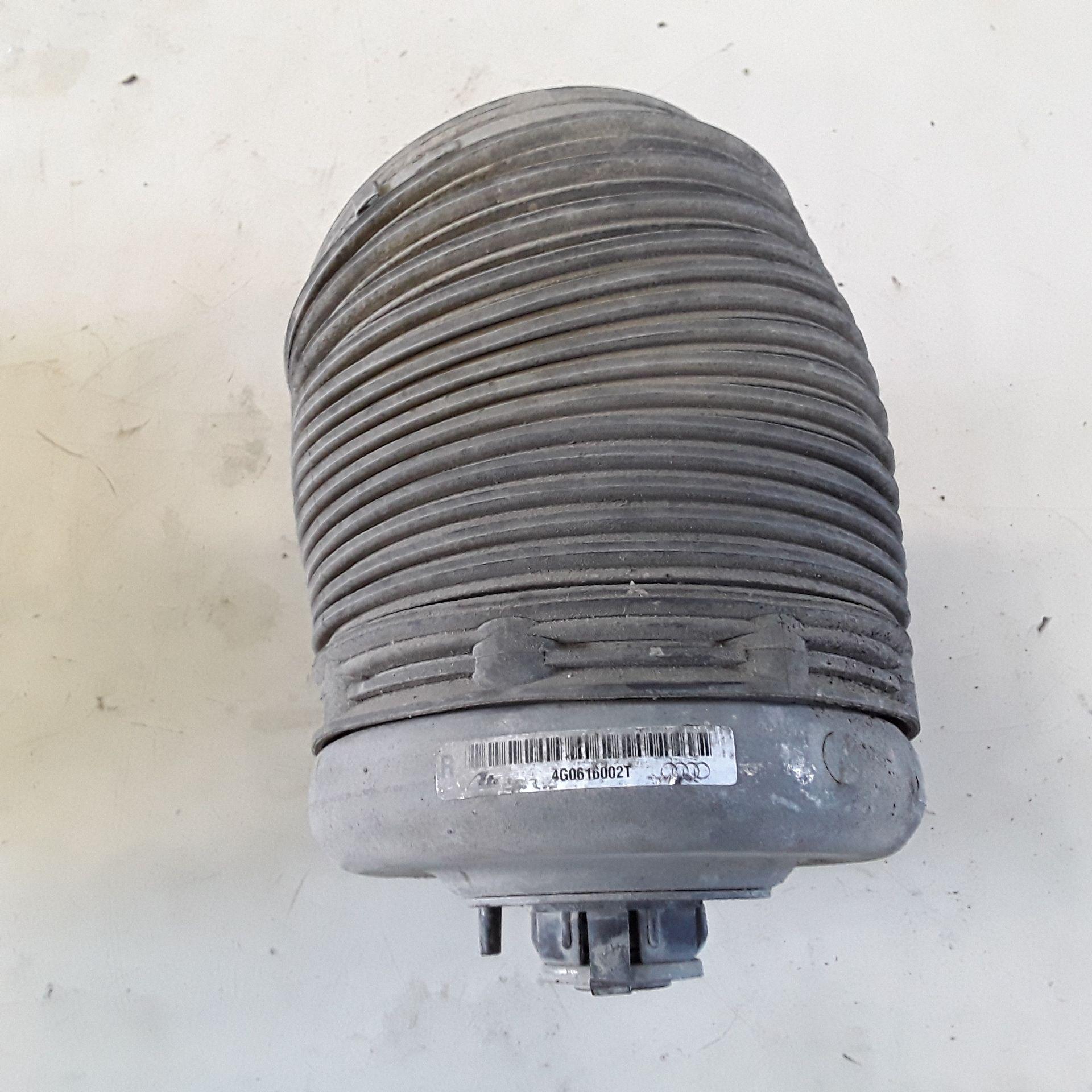 Molla di sospensione posteriore destra 4G0616002T