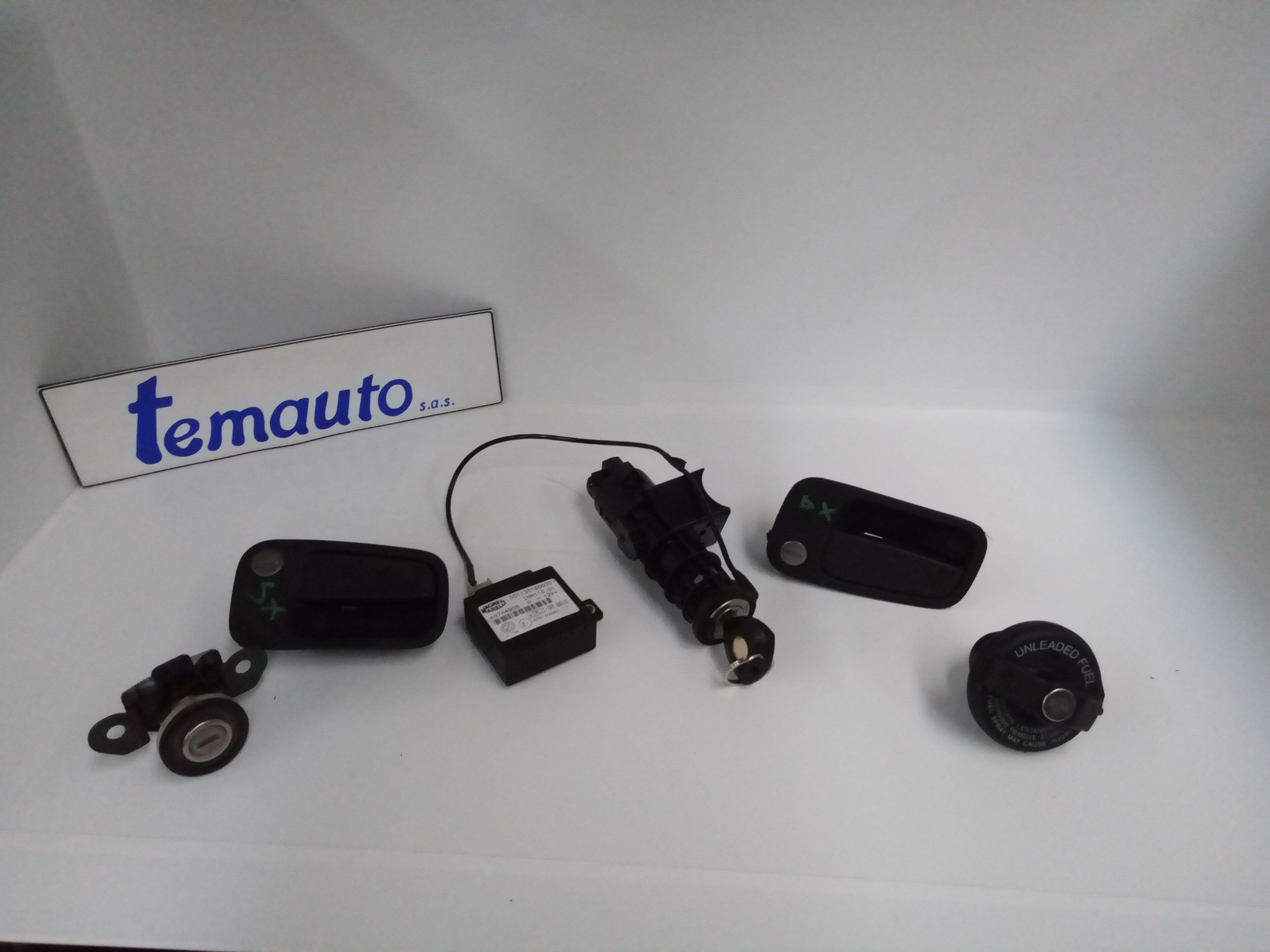 CON CHIAVE - NOTTOLINO PORTA INCLUSO NOTTOLINO PORTELLONE TAPPO CARBURANTE BLOCCHETTO ACCENSIONE LANCIA Y Serie 1200 Benzina    (2001) RICAMBI USATI
