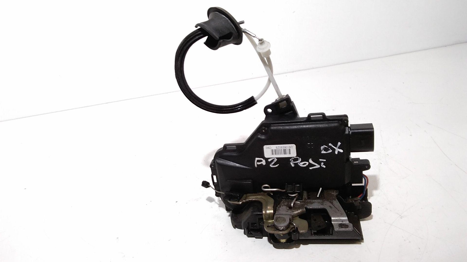 8Z0839016D SERRATURA POSTERIORE DESTRA AUDI A2 Serie (8Z) Benzina  (2004) RICAMBI USATI