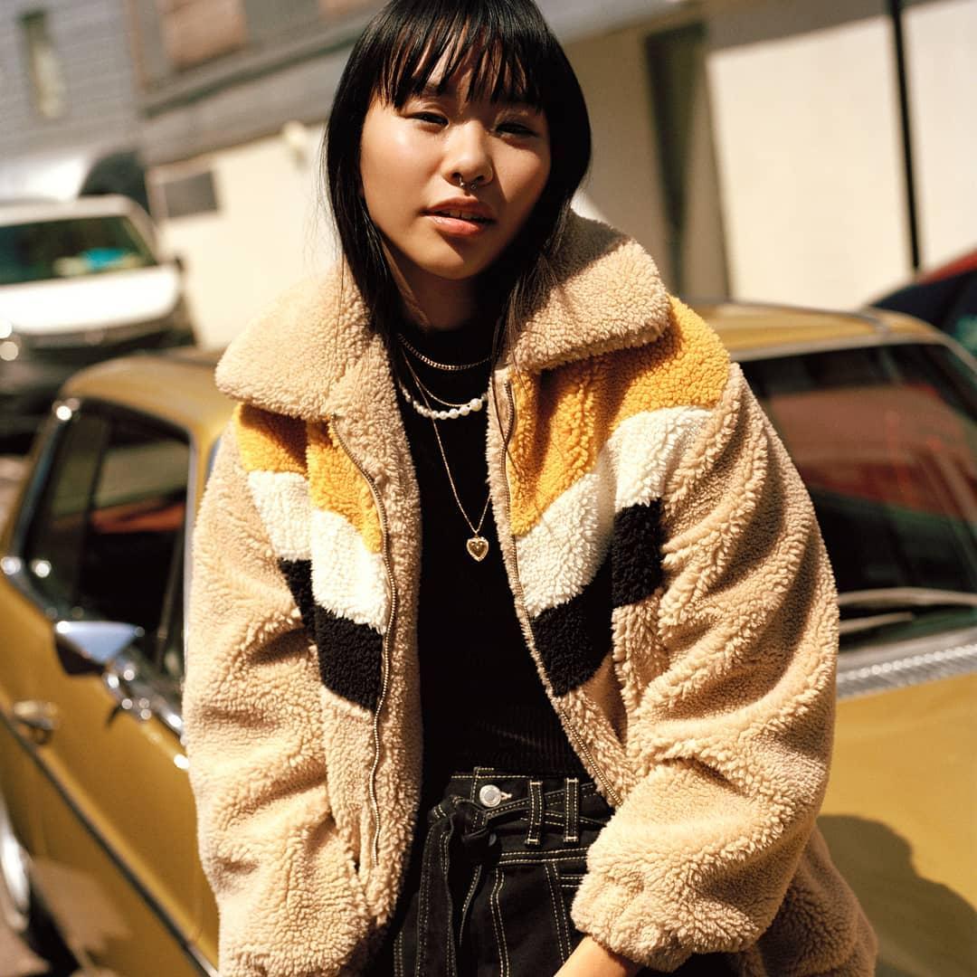 loose synthetic sheepskin jacket de Bershka sur bershkacollection