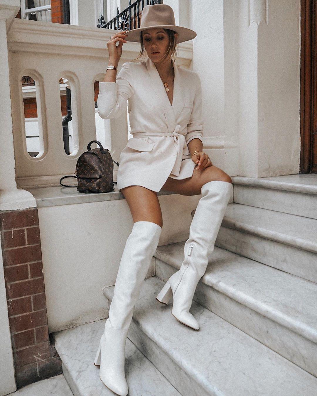 high heeled leather knee high boots de Zara sur itsjustinesjournal