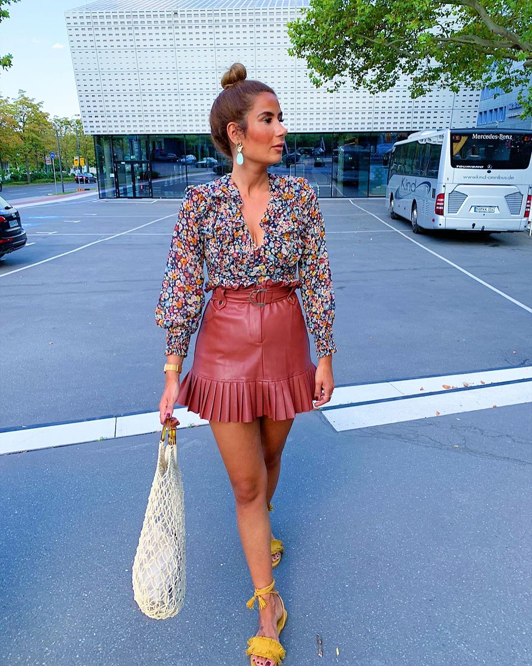 pleated synthetic leather skirt de Zara sur tataass_