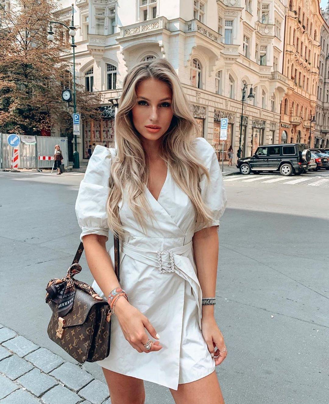 volume dress with belt de Zara sur zarastreetstyle