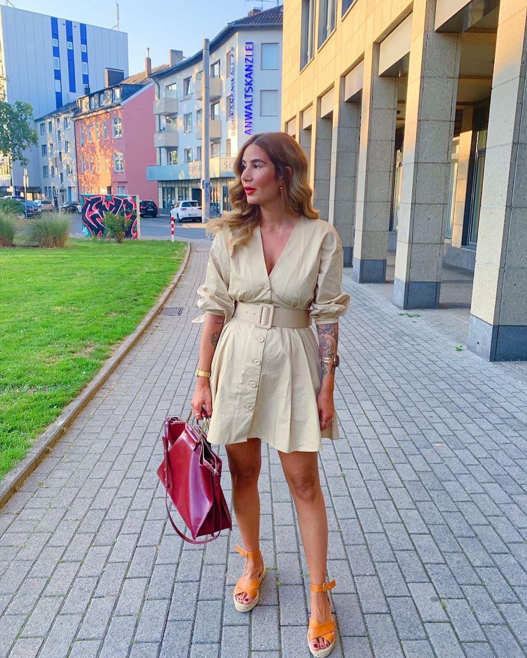 dress with belt de Zara sur tataass_