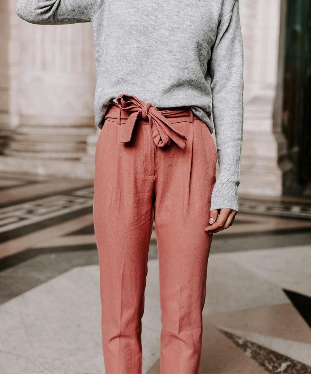 pantalon carotte rose de Les Bourgeoises sur lesbourgeoisesofficiel