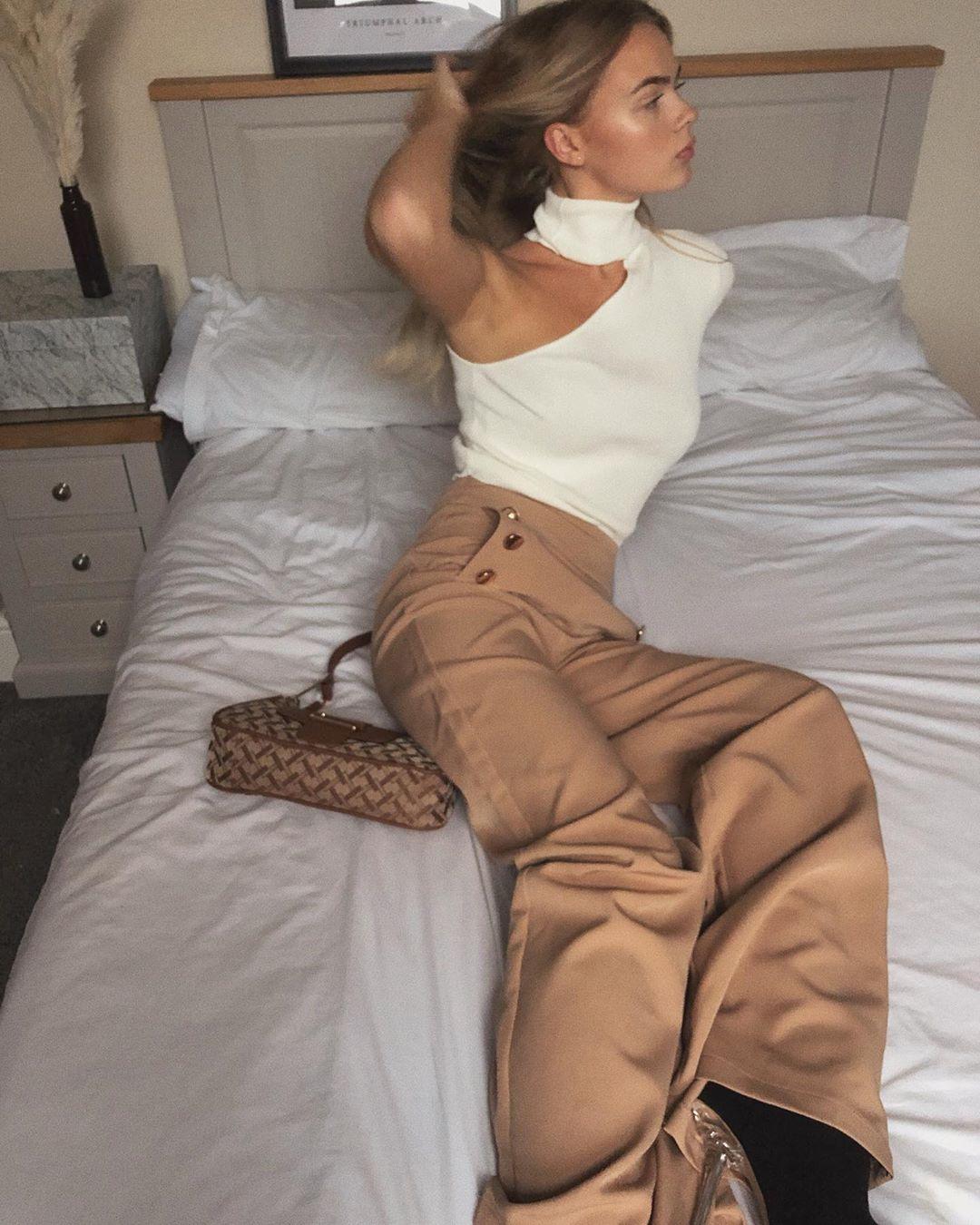 asymmetrical high neck sweater de Zara sur mildagud
