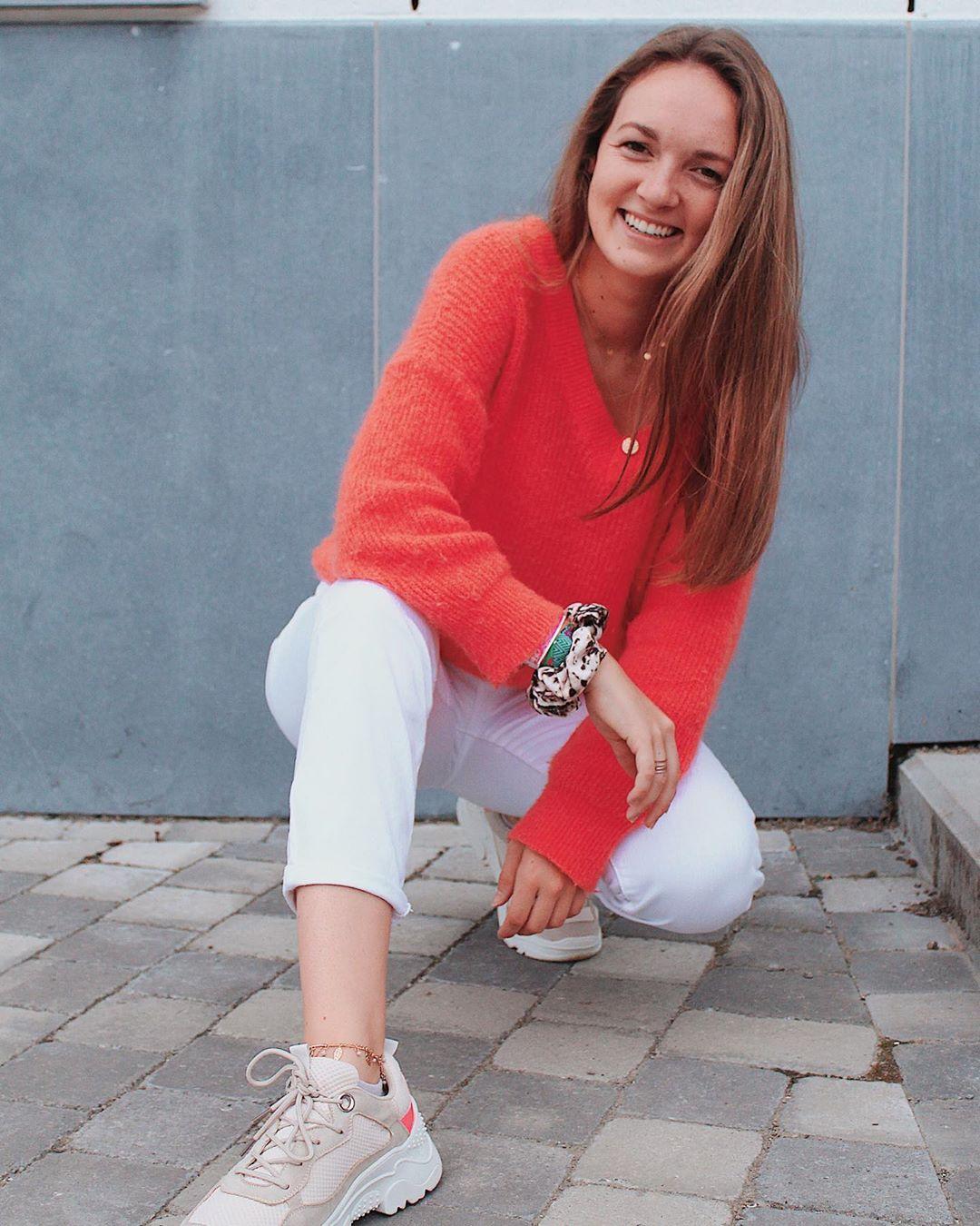 beige sneakers de Les Bourgeoises sur sophie_mouton