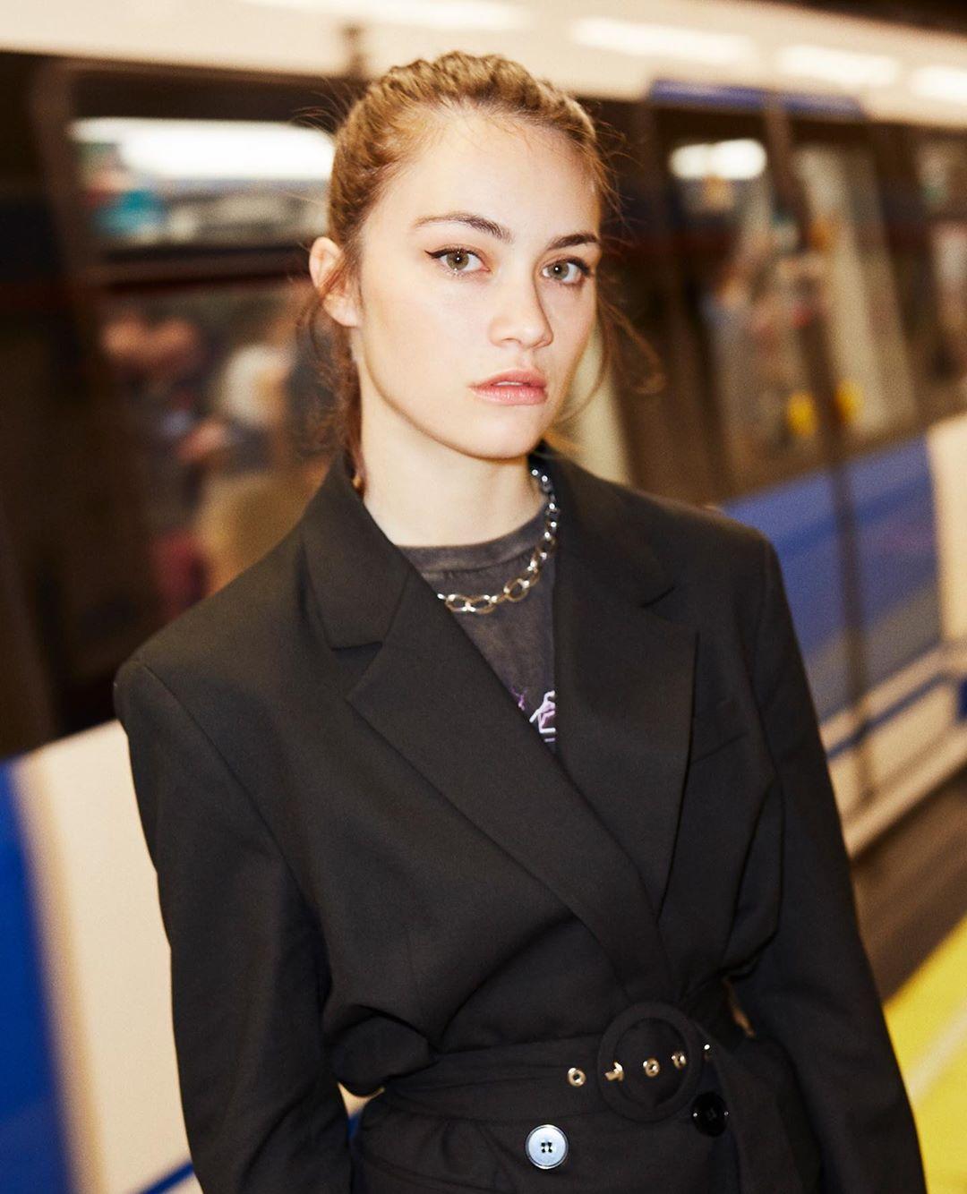 tailor jacket with belt de Bershka sur bershkacollection
