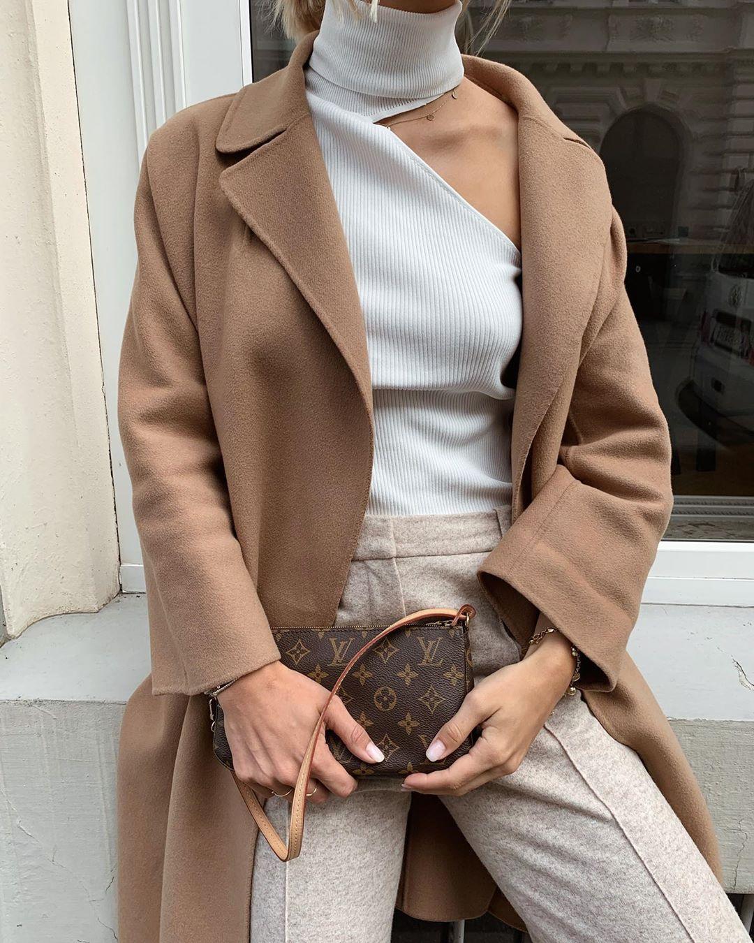 coat with patch pockets de Zara sur valentina.steinhart