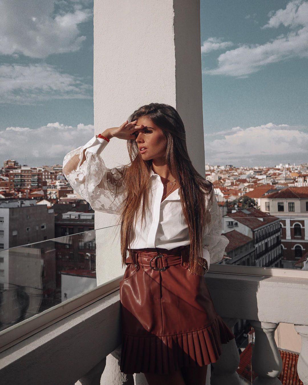 pleated synthetic leather skirt de Zara sur marinamcerezo