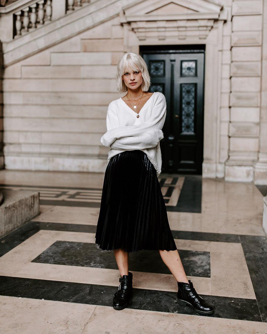 jupe plissée noire vinyl de Les Bourgeoises sur lesbourgeoisesofficiel
