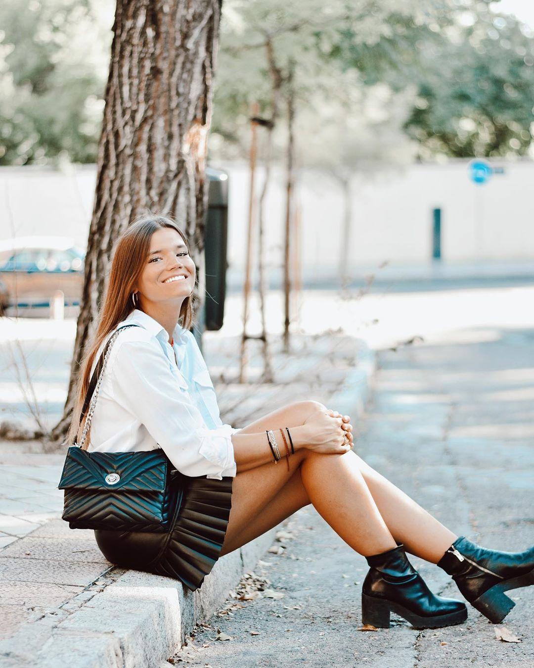 pleated synthetic leather skirt de Zara sur sandraandarias