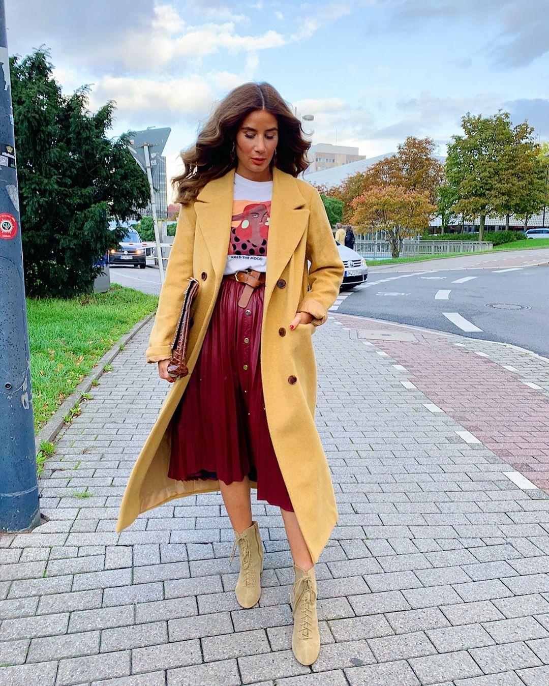 pleated skirt with buttons de Zara sur tataass_