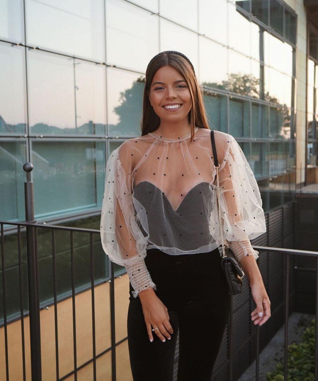blouse semi-transparente à pois de Zara sur zara.outfits