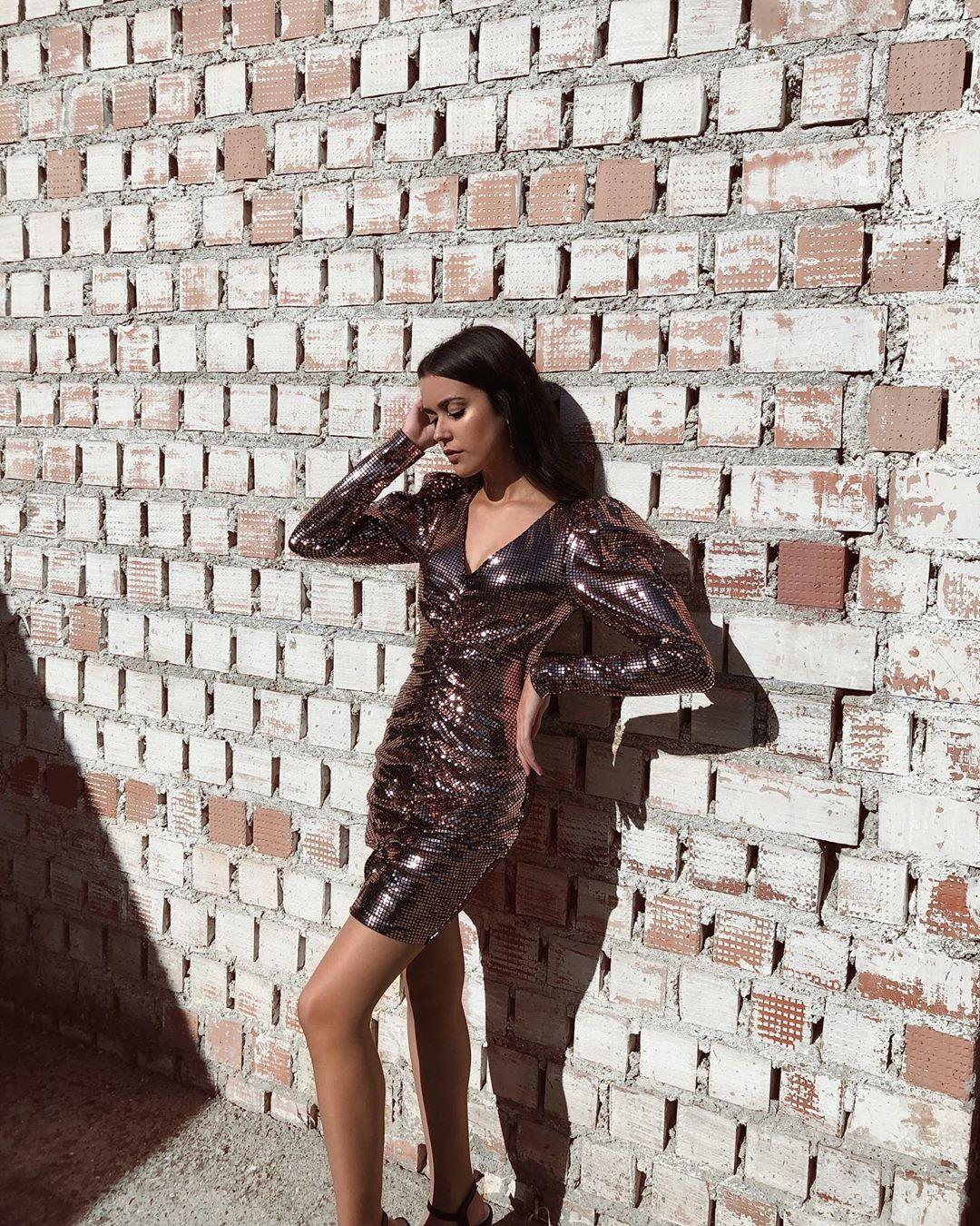 dress with ruching and rhinestones de Zara sur lidiagago_