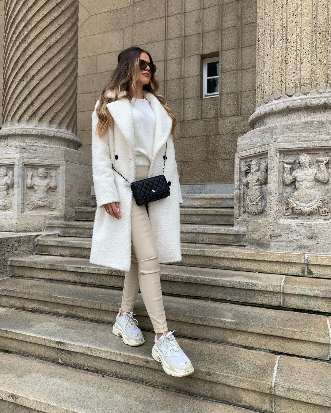 synthetic leather leggings de Zara sur ezgilkyaz