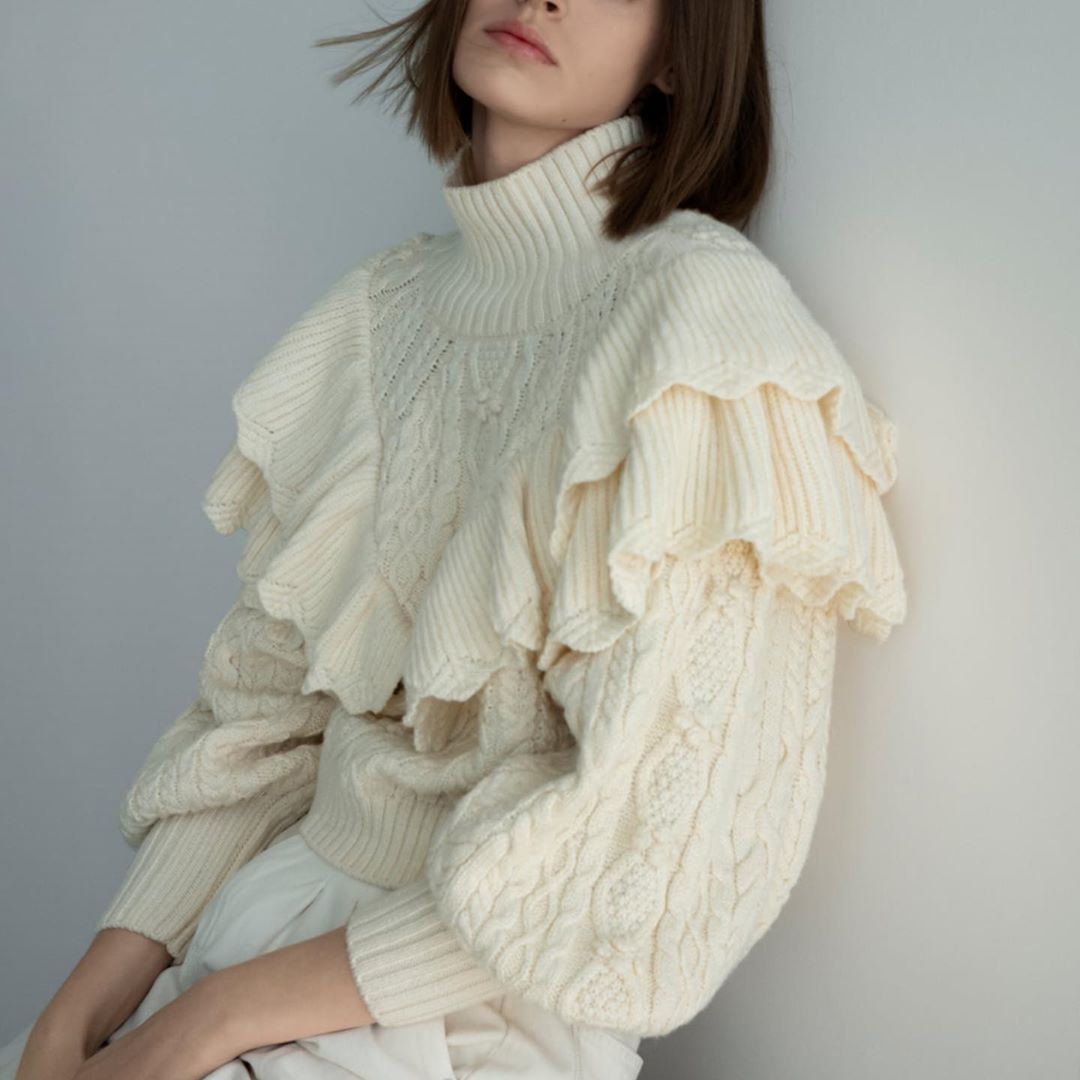 sweater with twists and ruffles de Zara sur knitgure