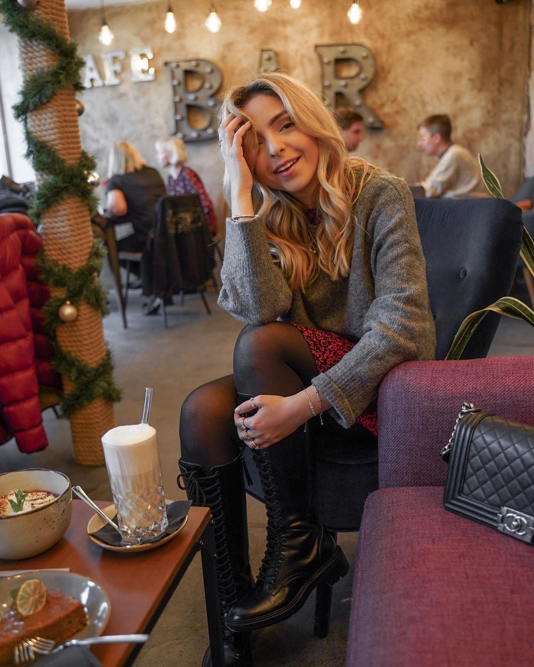 lace-up flat boots de Zara sur wantgetrepeat