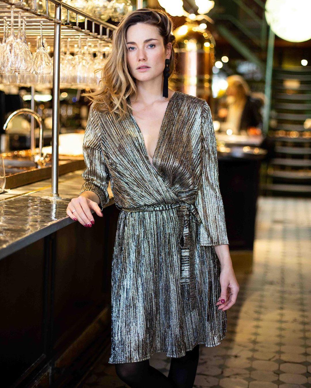 robe cache-coeur or de Les Bourgeoises sur lesbourgeoisesofficiel
