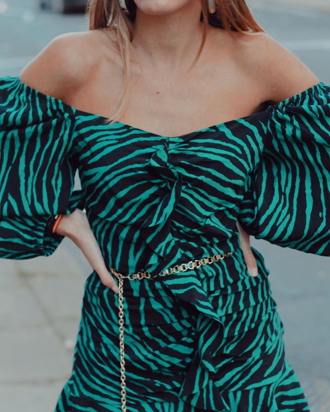printed dress with ruffles de Zara sur natichualcantara