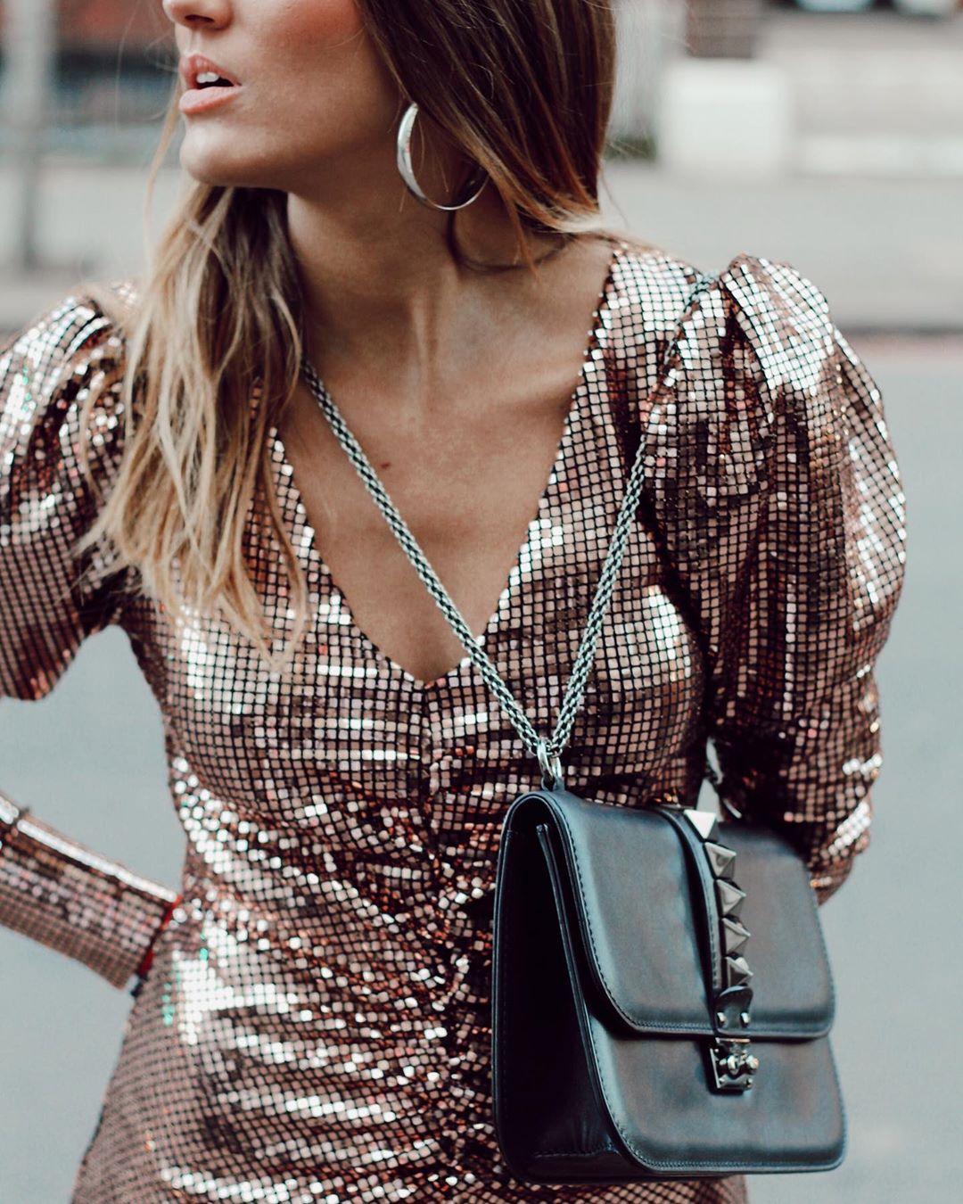 dress with ruching and rhinestones de Zara sur natichualcantara