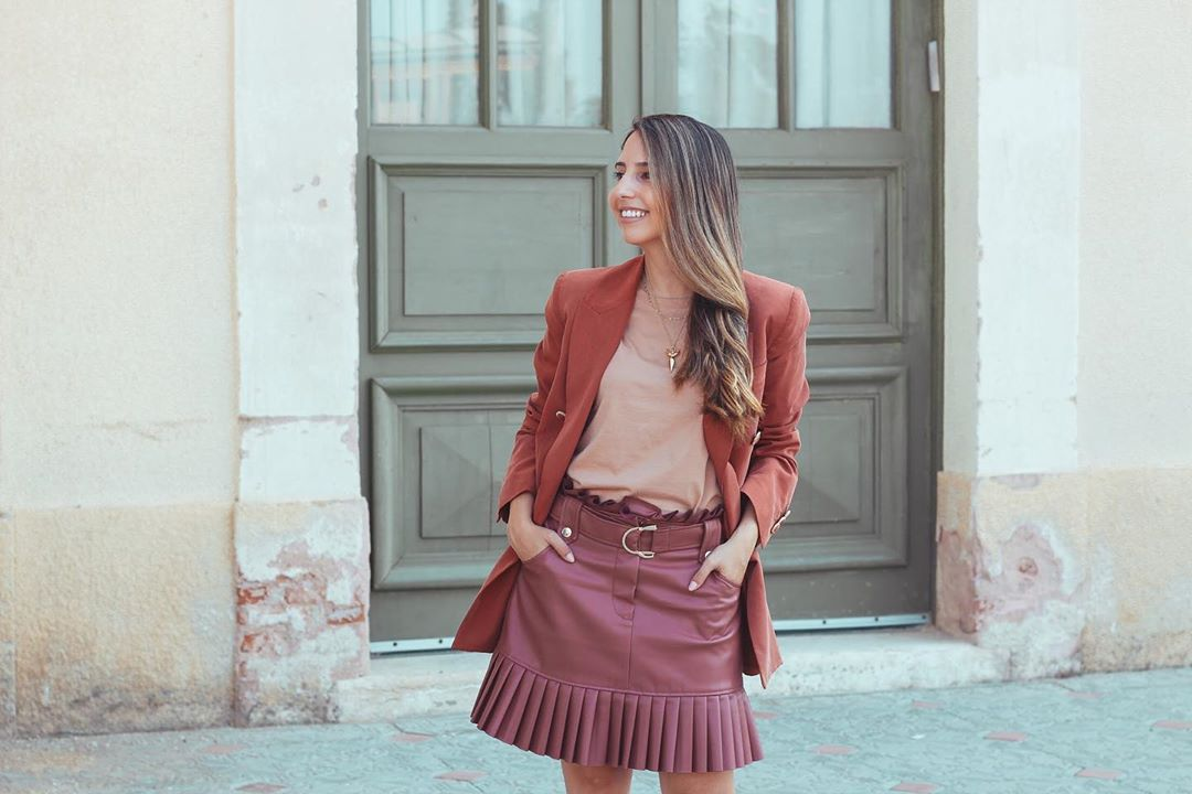 pleated synthetic leather mini skirt de Zara sur galmatana