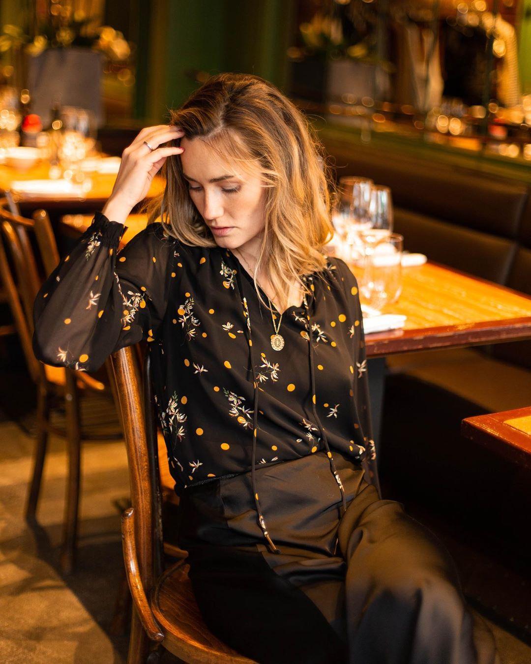 blouse noire/orange de Les Bourgeoises sur lesbourgeoisesofficiel