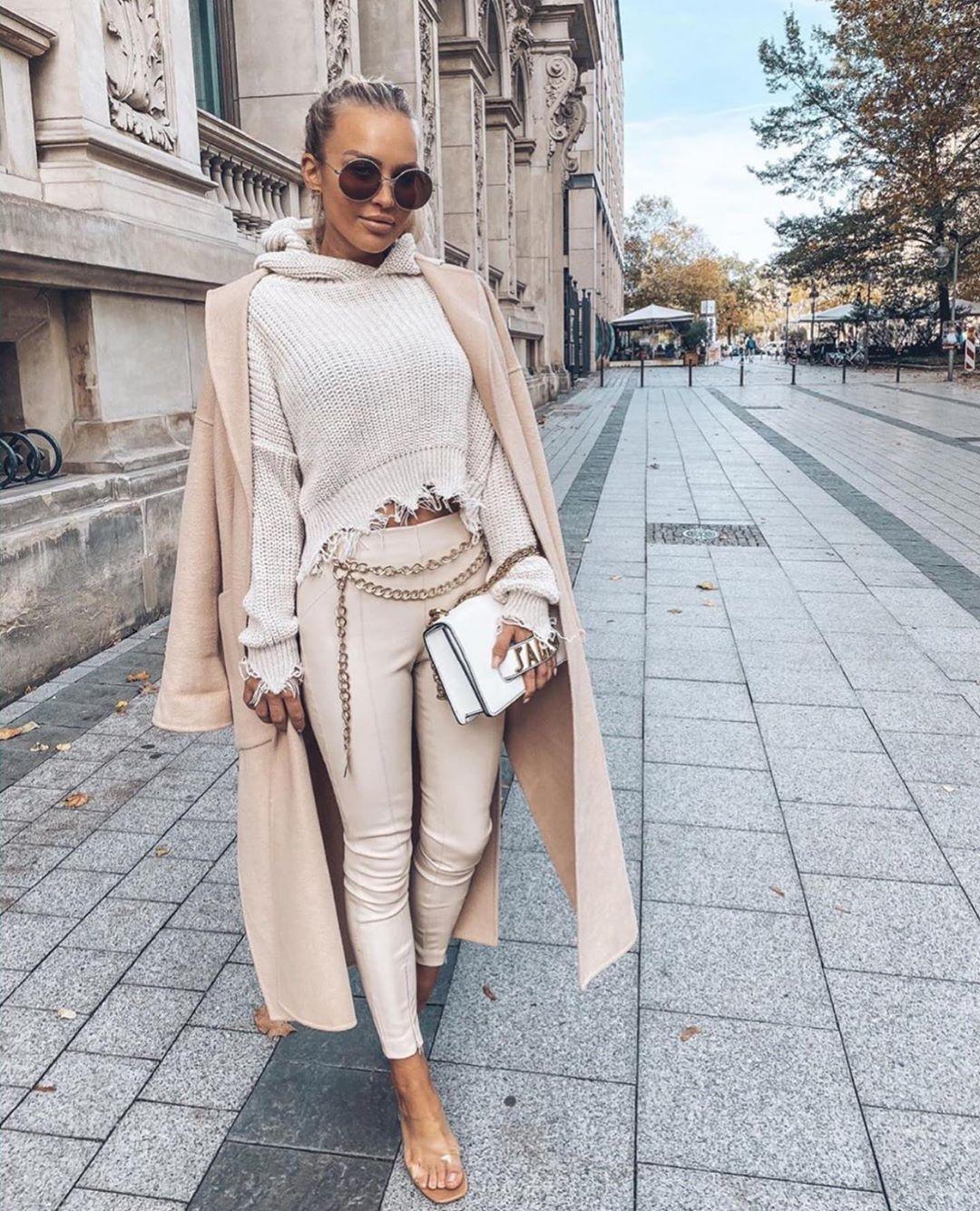 synthetic leather leggings de Zara sur zarastreetstyle