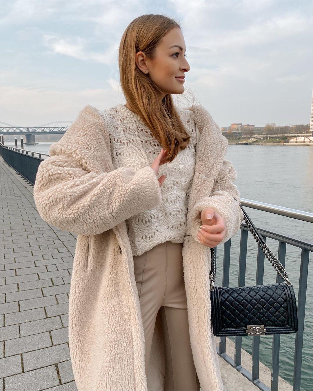 synthetic leather leggings de Zara sur rosaandthecity