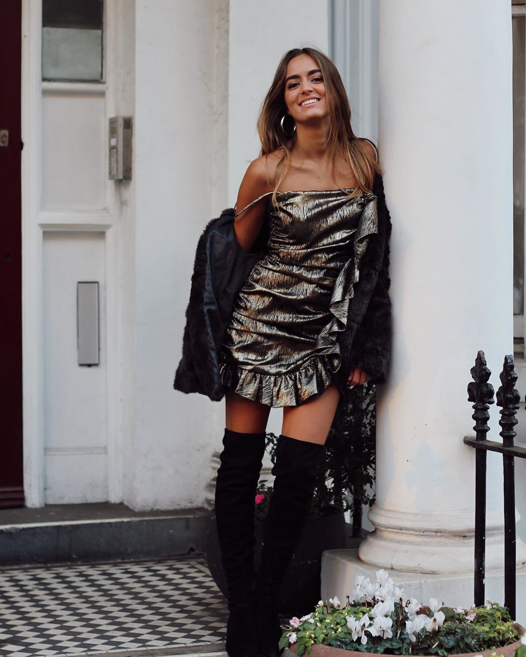 metallic ruffle dress de Zara sur natichualcantara